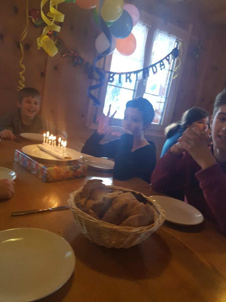 Schon am frühen Morgen feierten wir Geburtstag